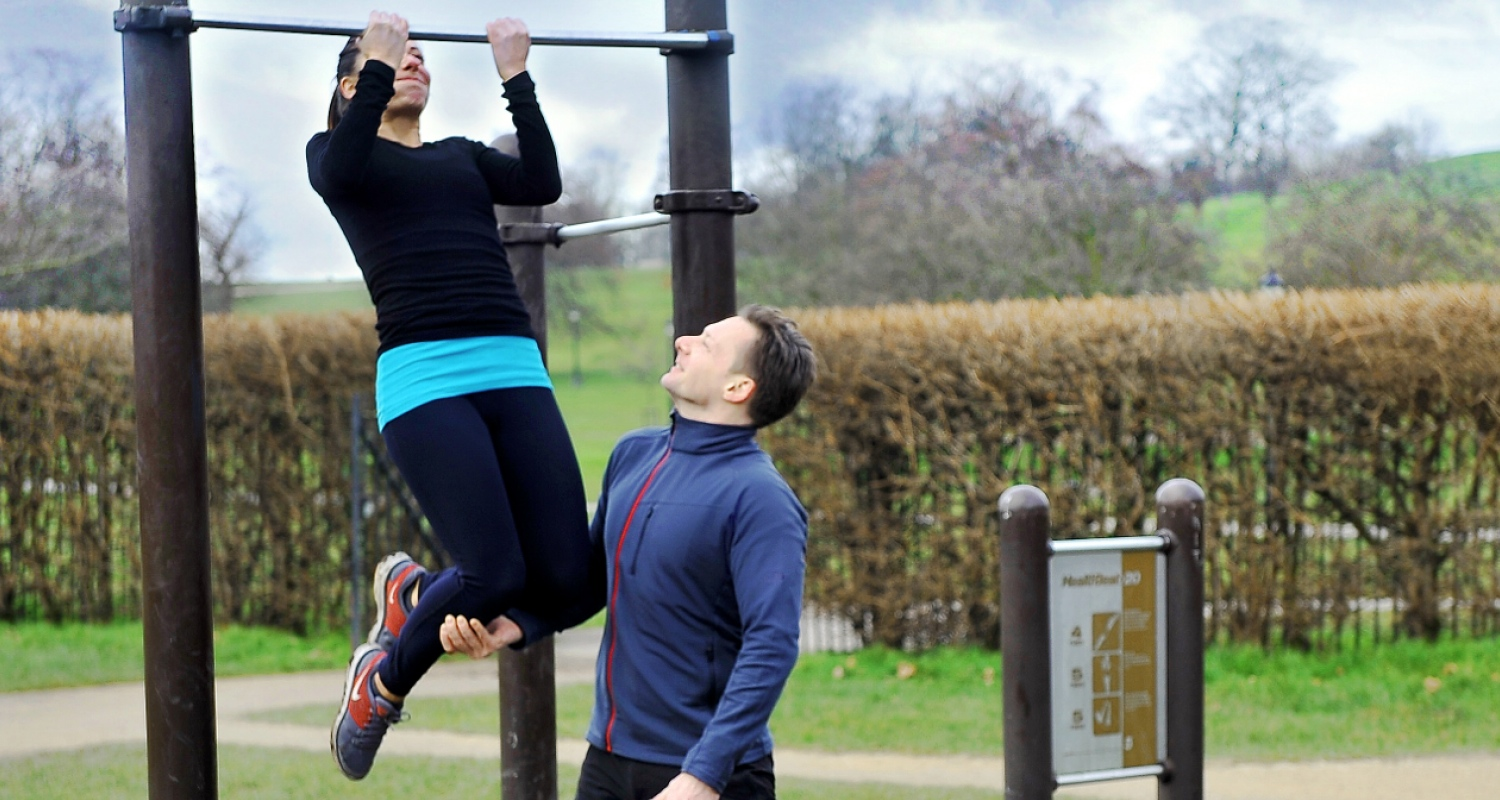 Primrose Hill personal trainer teaches a pull-up