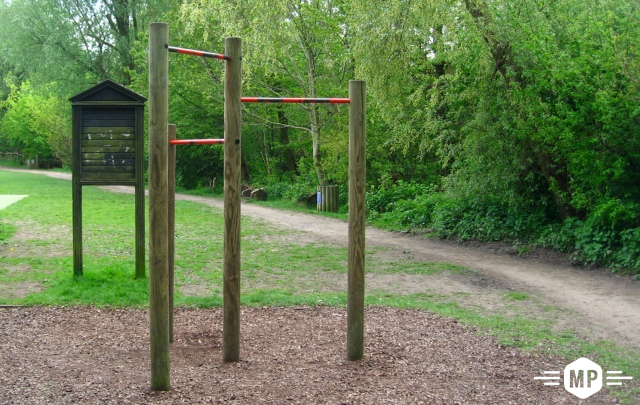 Outdoor Fitness, pull up bar in London suburbs